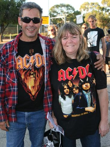 834336-pn-acdc-face-in-the-crowd